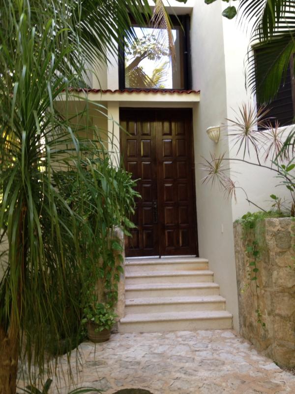 Welcome to Villa Ensueno, walk up to the front door
