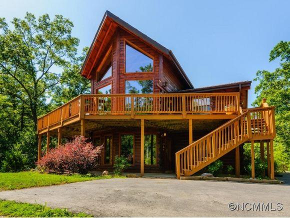 Custom Log House - Hot Tub - Highland View