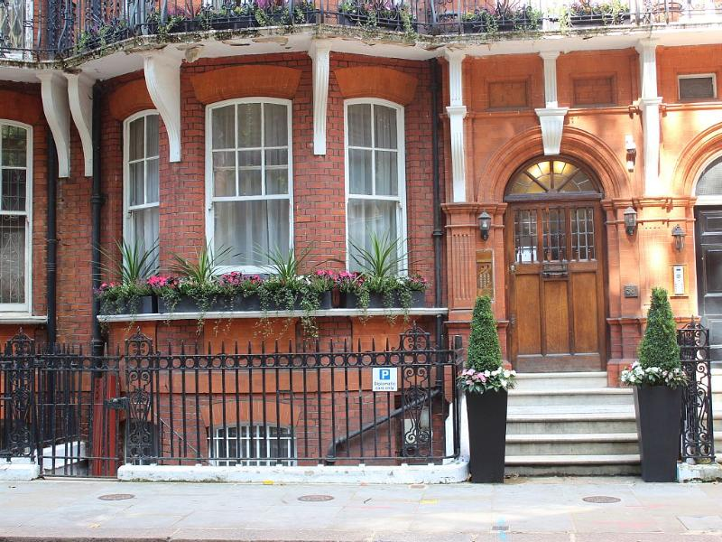 Main Entrance, Kensington Garden Square Property