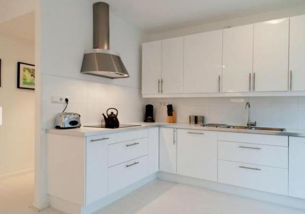 Fully equipped kitchen! Dishwasher, oven, fridge, freezer, coffee machine.....