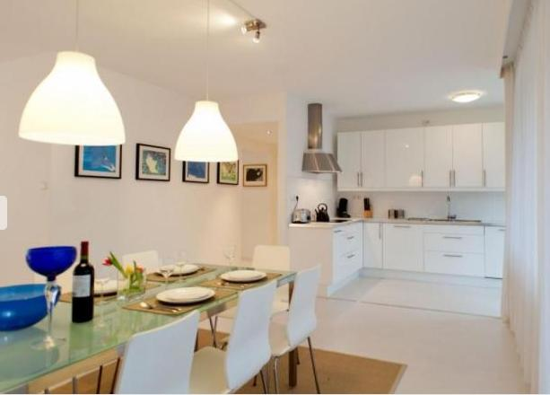 Lovely dining area and fully equipped kitchen!