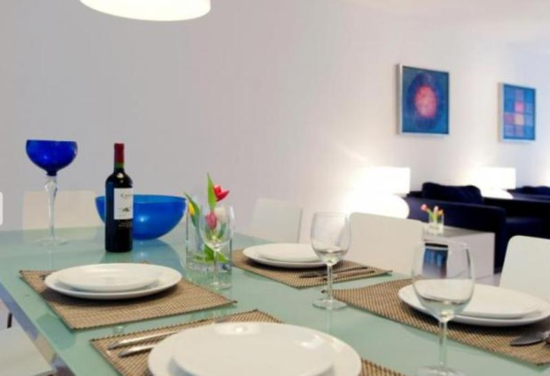 Lovely Living, very spacious, 40 square meter! Dining area connect the living with the kitchen.