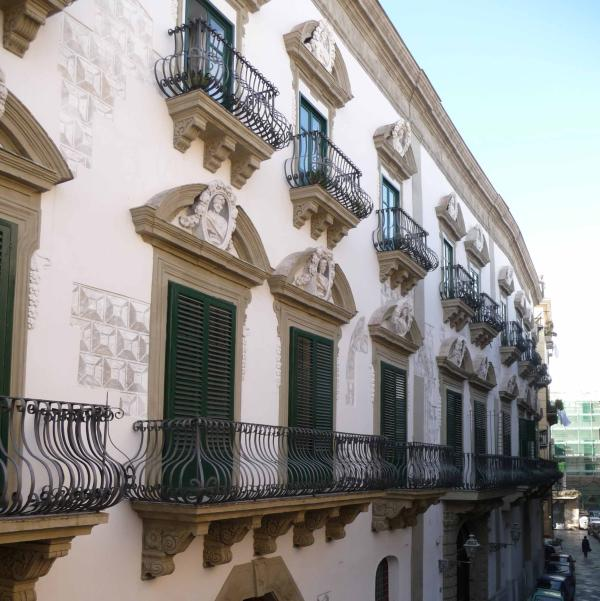 Detail of the precious outside facade. Baroque (18th cent), with Reinascence remains (16th cent)!