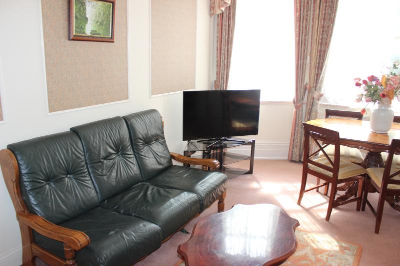 Familiensuite mit 2-Bett-Appartement mit Blick auf Kensington Garden Square.