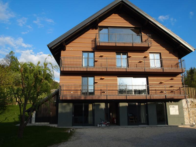 Base Camp House, vacation rental in Brezje
