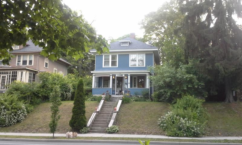 Keith's Classic Film Retreat, vacation rental in Newburgh