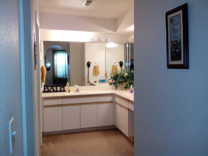 Large master bath with 2 sinks