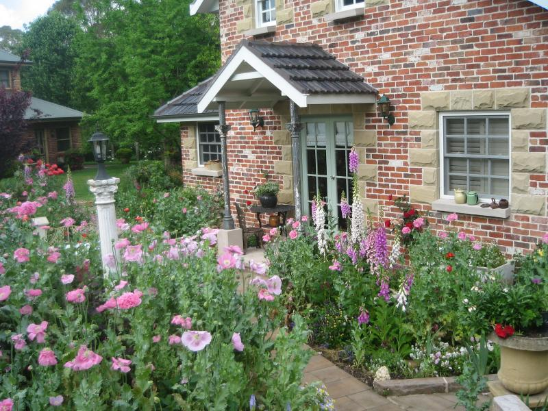 Annie's cottage and garden at Trafalgar B and B, holiday rental in Mulgoa