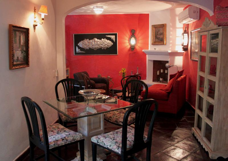 La Casa de Laura Apts/Suites 'EL Ropero', holiday rental in El Santuario