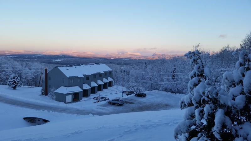 Slopeside condo with great view on Burke Mountain, holiday rental in Concord