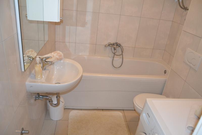 A3 (4 + 2): baño con inodoro.