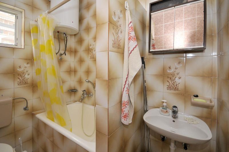 A1 (2 + 2): baño con inodoro.