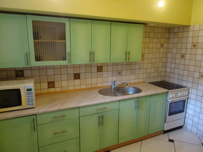 Full loaded kitchen, where you can cook as at home. Restaurants, pubs, pizza nearby.