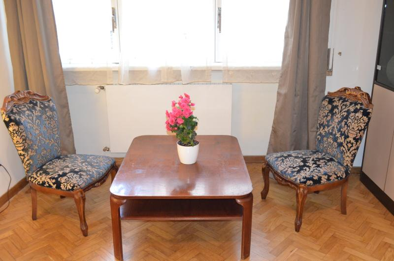 Sitting corner in twin bedroom