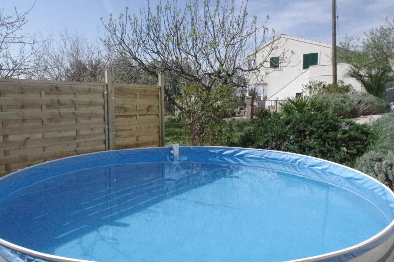 Villa mit Pool,Garten,Grill,2 Parkplätze, vacation rental in Kastel Novi