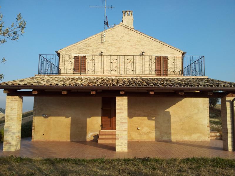 Casale totalemte ristrutturato, vacation rental in Monte Giberto