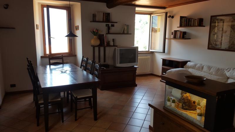 Appartamento via Riva, holiday rental in Veleso