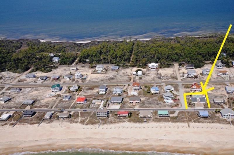 BEACH BUMM COTTAGES - NEXT TO GULF WITH INGROUND POOL, location de vacances à St. George Island