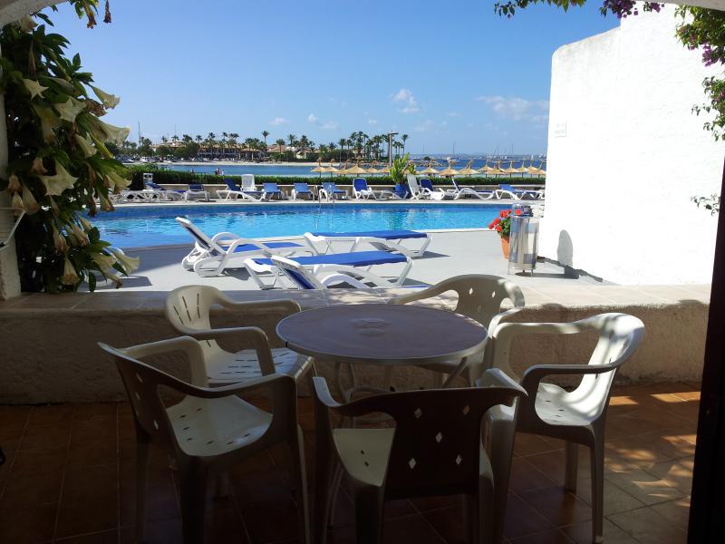 Beachfront Apartment Carabela (2), alquiler de vacaciones en Port d'Alcudia