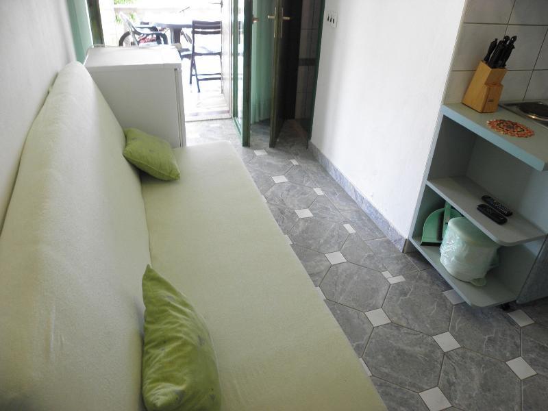 A2(3+1): living room
