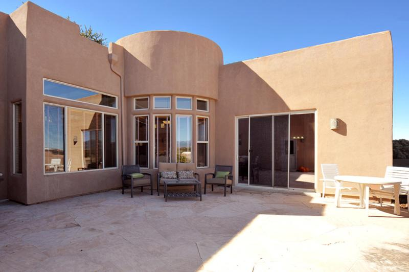 700 sq ft flagstone courtyard. 3 seating areas. Soon to be bbq. Spectacular views.