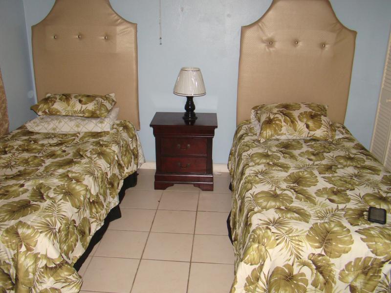 SECOND BEDROOM (ENSUITE BATHROOM)