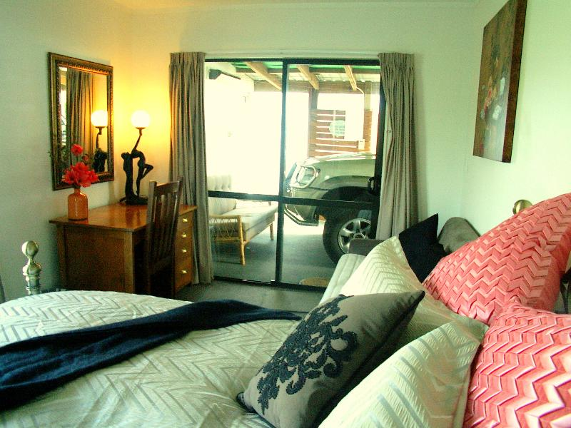 NOAH'S      QUEEN STUDIO WITH FAMILY ROOM ATTACHED, holiday rental in Oamaru