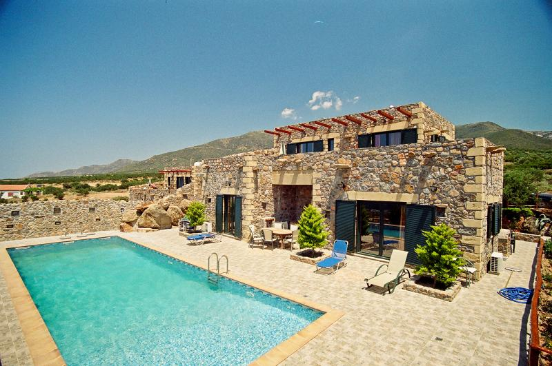 Leuko Seaview Villa Near Elafonisi, Chania Crete – semesterbostad i Amigdhalokefali