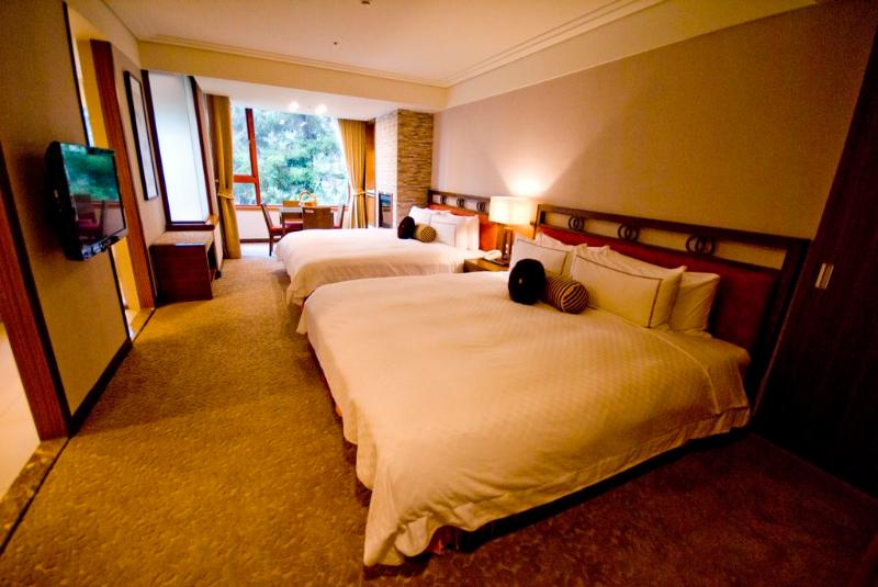 The suite has a double bed and a bed reverie, can lodge 4 people, reveries bed is designed museum, t