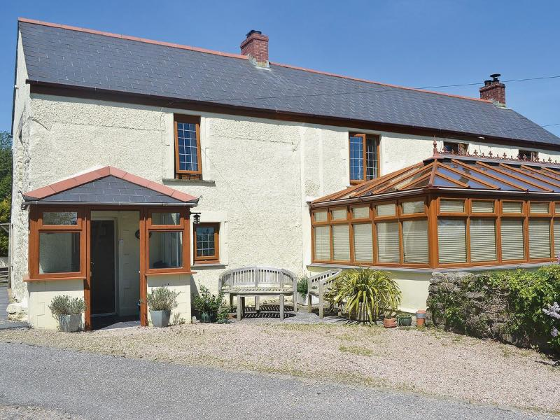 Periwinkle Cottage is a comfortable semi-detached holiday cottage in Trevenen, Cornwall