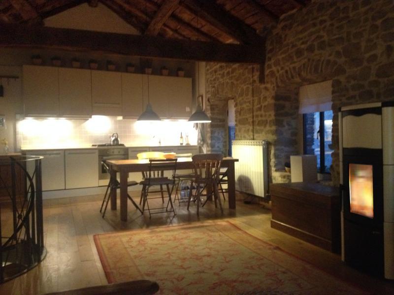 Rustic, Romantic, 2 Bedroom Barn in Tuscany, vacation rental in Bagni di Lucca