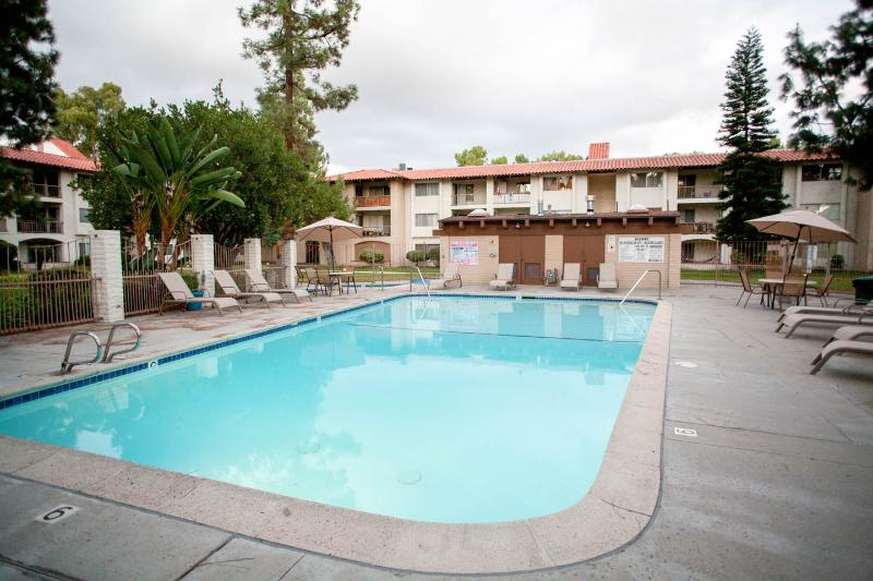 Cozy Condo in Mission Valley - Close to All!, holiday rental in San Diego