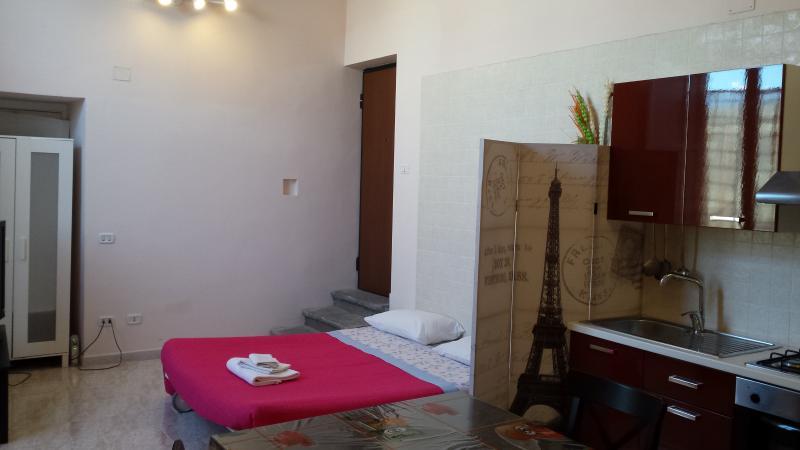 Appartamento con terrazza privata in Villa, vacation rental in Trecase