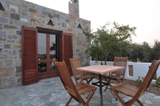 Traditional Cretan Stone House Near the Beach, location de vacances à Kato Gouves