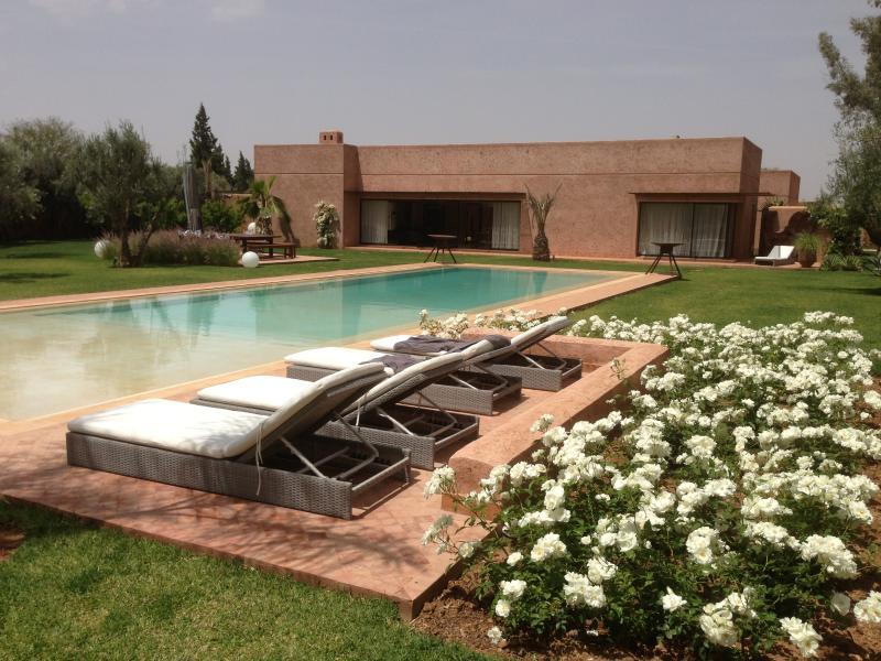 villa ultra moderne 480m° avec piscine 20m, vacation rental in Marrakech