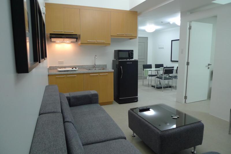 1 Bedroom CONDOTEL Across MegaMall, EDSA, Ortigas, holiday rental in Mandaluyong