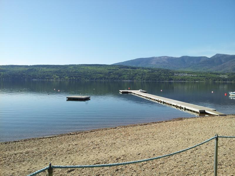 Scotch Creek Cottages (Classic Cottage #1) - Shuswap Lake Vacations, holiday rental in Celista