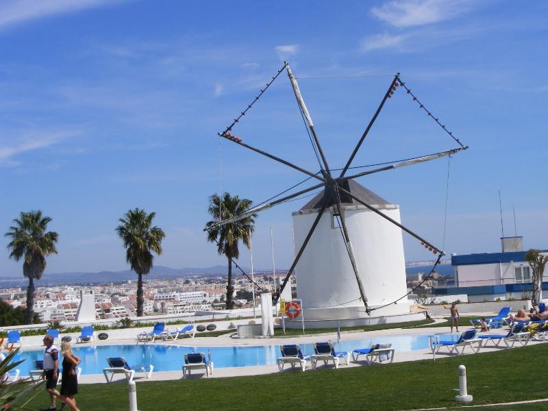 Piscine et le moulin à vent