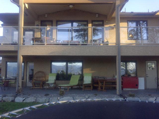 Very nice 2 BDR 2 full bath Suite with views, holiday rental in Kelowna