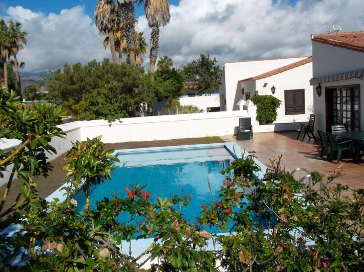 Cute 3-bedroom big Villa right on the Golf Course, location de vacances à Golf del Sur