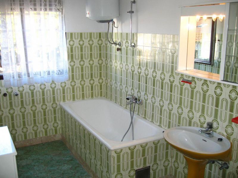 A2 (6 + 1): Badezimmer