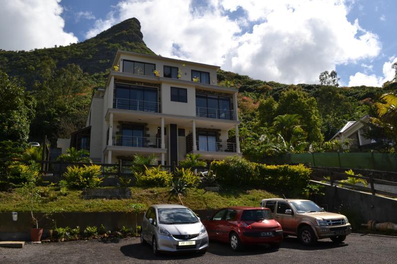 Joubarbe Residence 2-Bedroom Appt,  Moka, Ebene, holiday rental in Moka