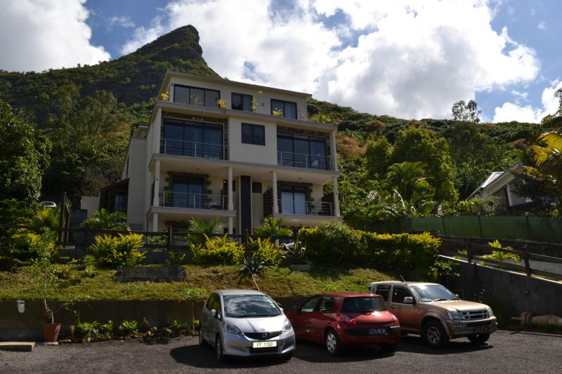 Joubarbe Residence 2-Bedroom Appt,  Moka, Ebene, location de vacances à Moka District