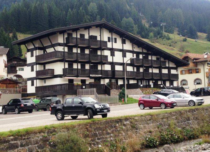 Appartamento mansardato (vicinissimo all'impianto Buffaure) 3 letti, 2 bagni, fino a 8 posti letto