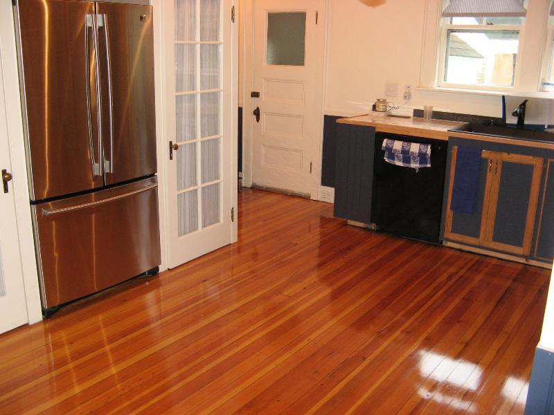 Gerenoveerde keuken met originele vloer