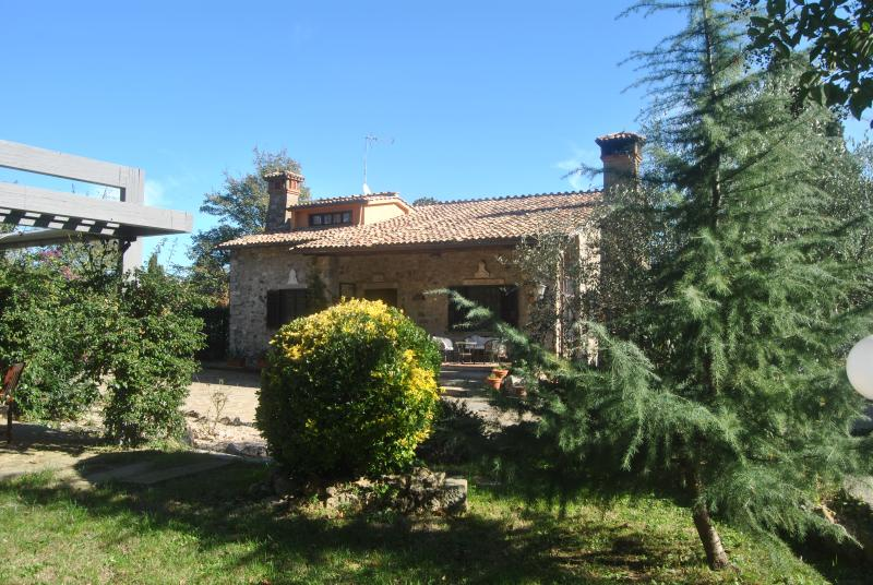 Domus Mantianae near lake and sea, 40 Km from Rome, holiday rental in Manziana