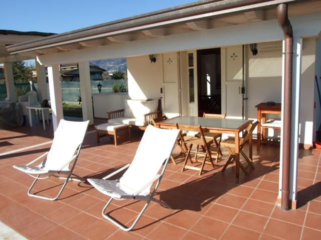 VILLINO MONOLOCALE  CON PARCO, holiday rental in Massa