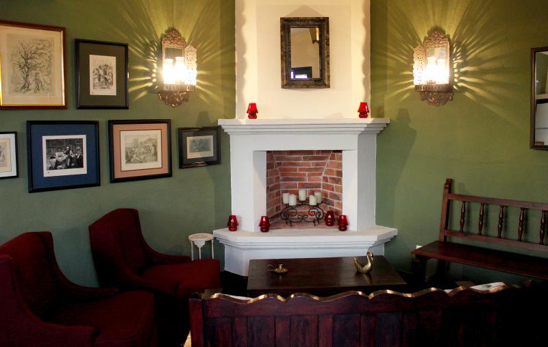 La Casa de Laura Apts/Suites 'La Muñeca Fea', holiday rental in El Santuario