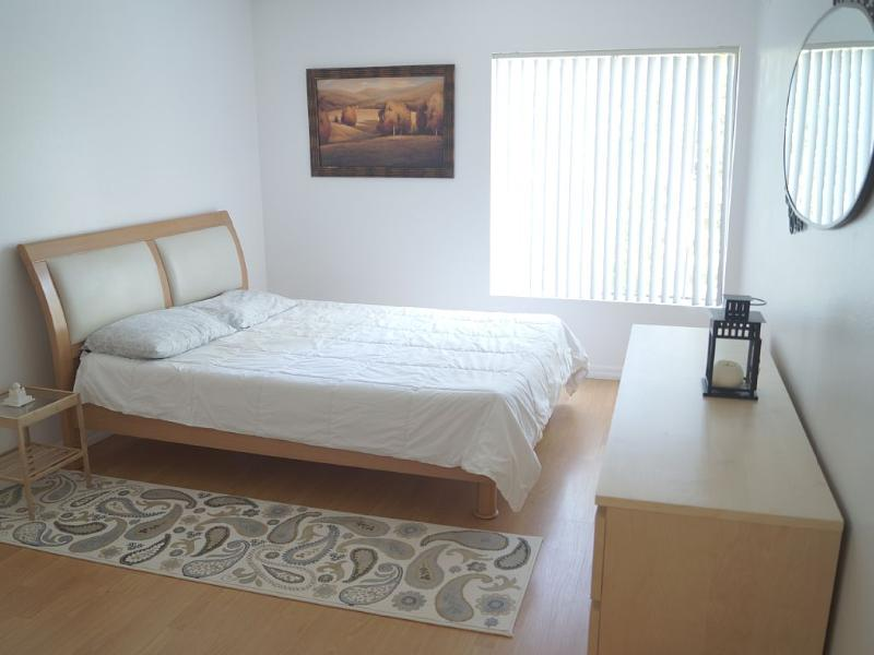 Beautiful 2 Bedroom Condo, Family Friendly, vacation rental in Bell Canyon
