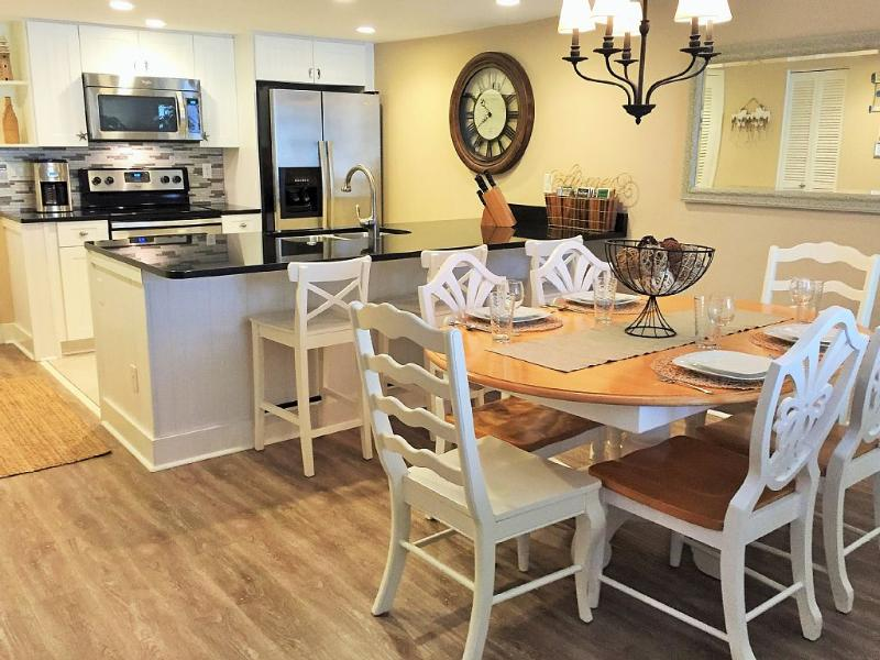 20 % OFF - Harbour Cove - Remodeled Luxury Steps from Lighthouse  in HarbourTown, holiday rental in Hilton Head